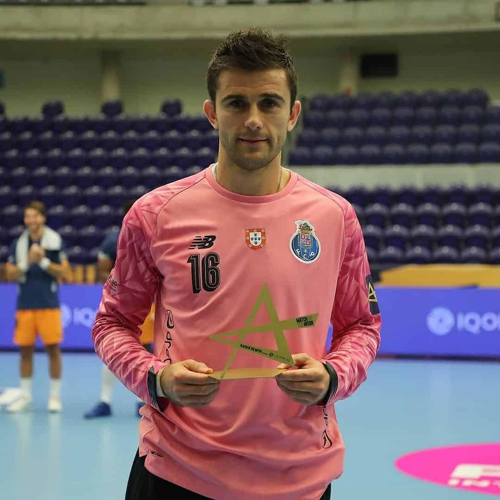 An image of Nikola Mitrevski in a pink blouse, holding an award in his hands.