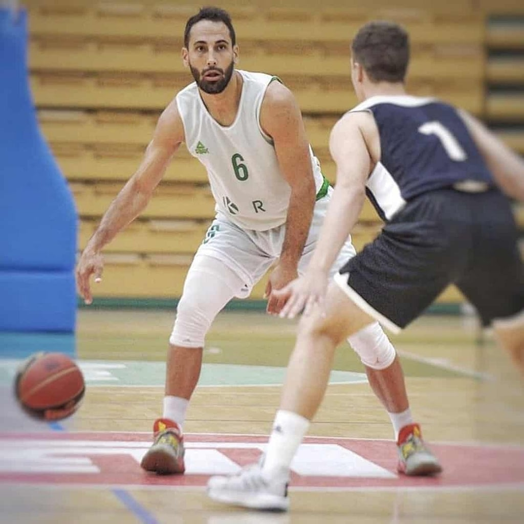 Rok Stipcevic during a game, playing basketball.