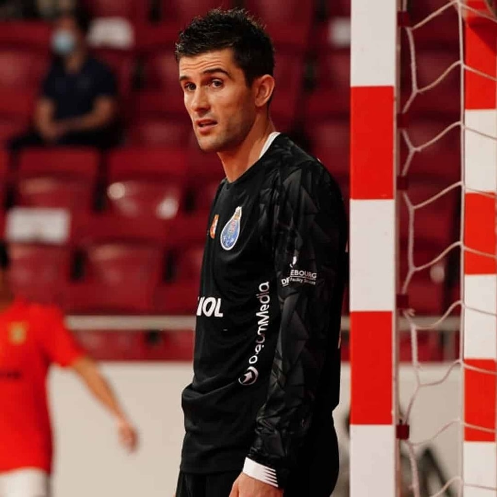 Nikola Mitrevski in front of the goal. He is wearing black blouse.